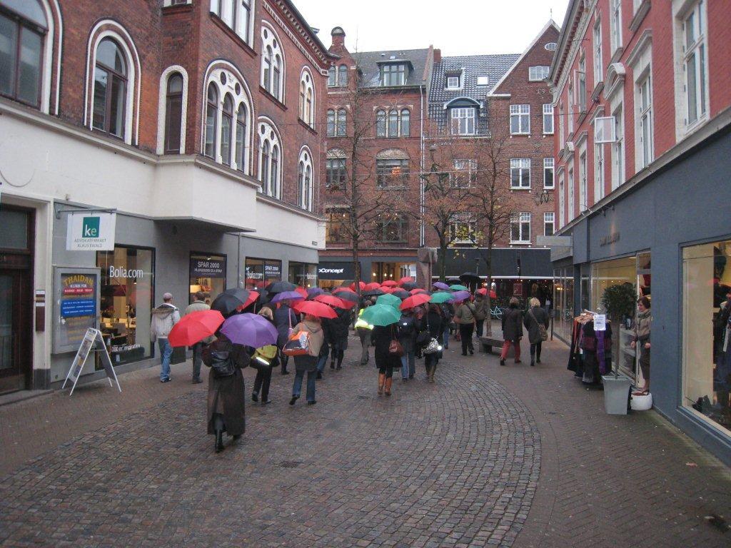 Kulørt vandring i forbindelse med Landsforeningen Børn, Kunst og Billeders konference i Odense i 2009